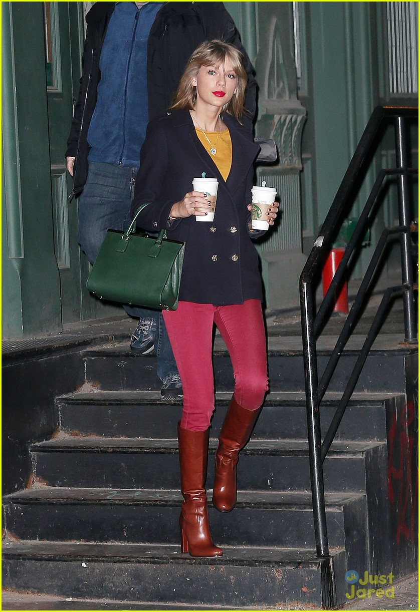 Taylor Swift Starts Her 2015 Bright Amp Early In Nyc Photo