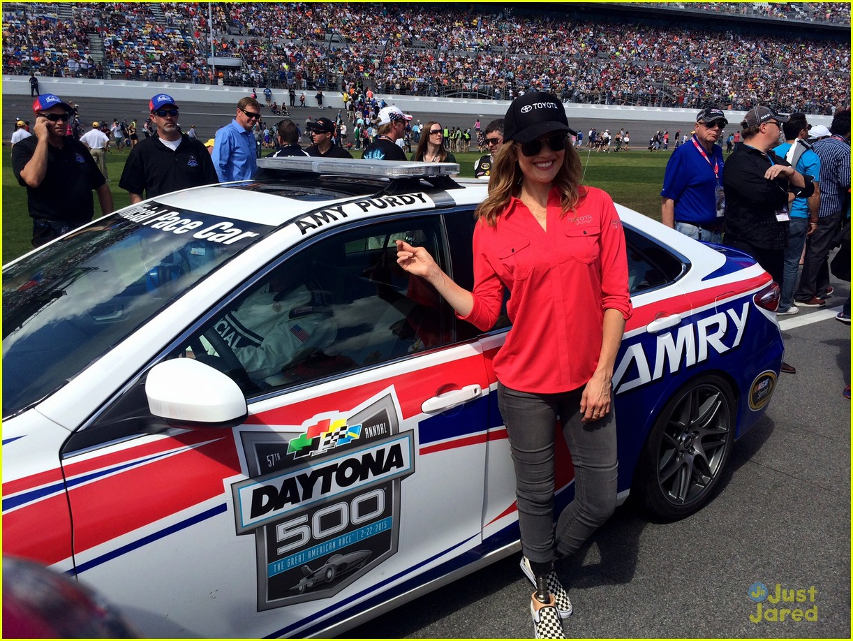 amy purdy has a blast at daytona 500 photo 778792. Black Bedroom Furniture Sets. Home Design Ideas