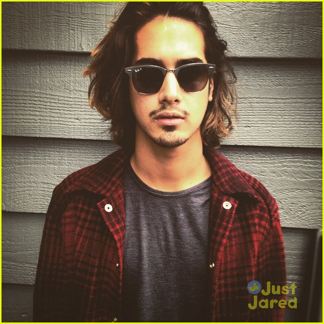 Avan Jogia Debuts New Haircut After 23rd Birthday Photo 774121 Avan Jogia Birthday Pictures Just Jared Jr