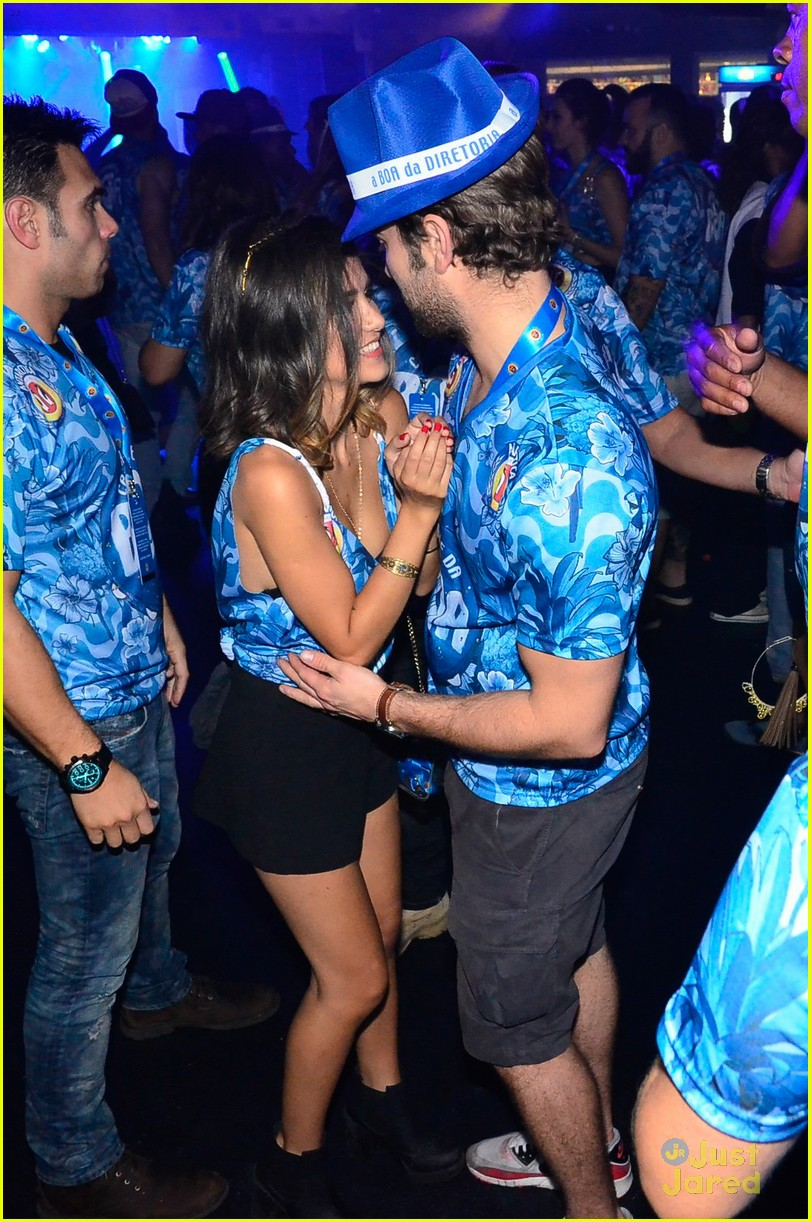 chace crawford makes out with a brazilian singer in rio 03