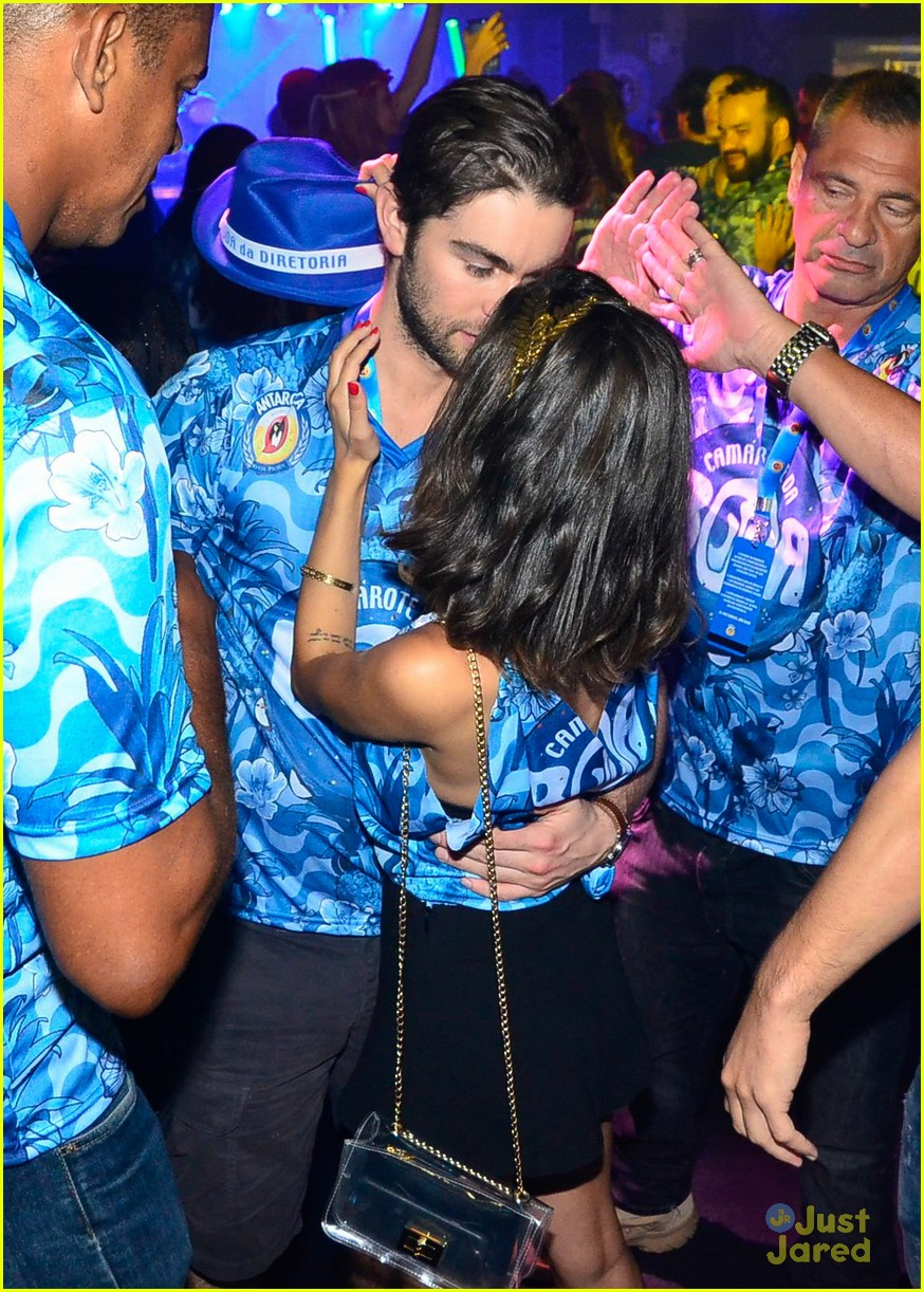 chace crawford makes out with a brazilian singer in rio 04