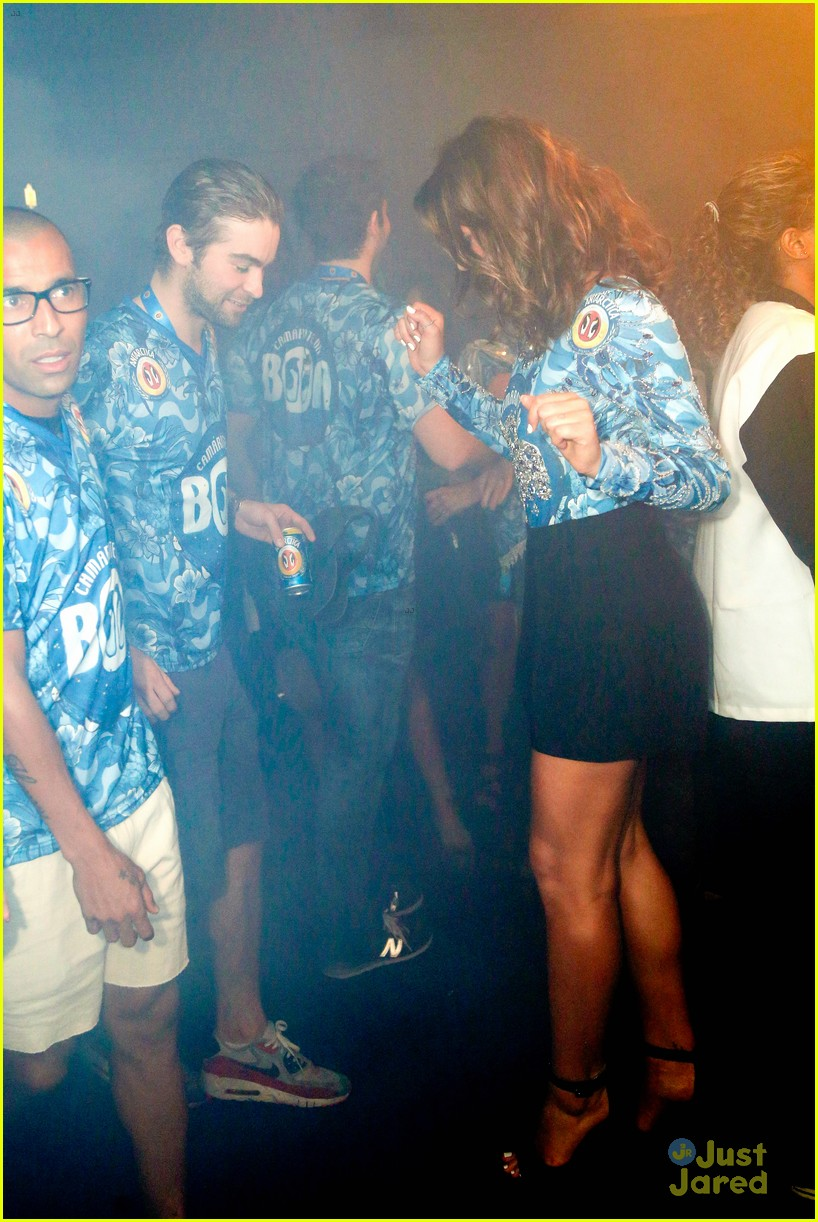 chace crawford makes out with a brazilian singer in rio 08