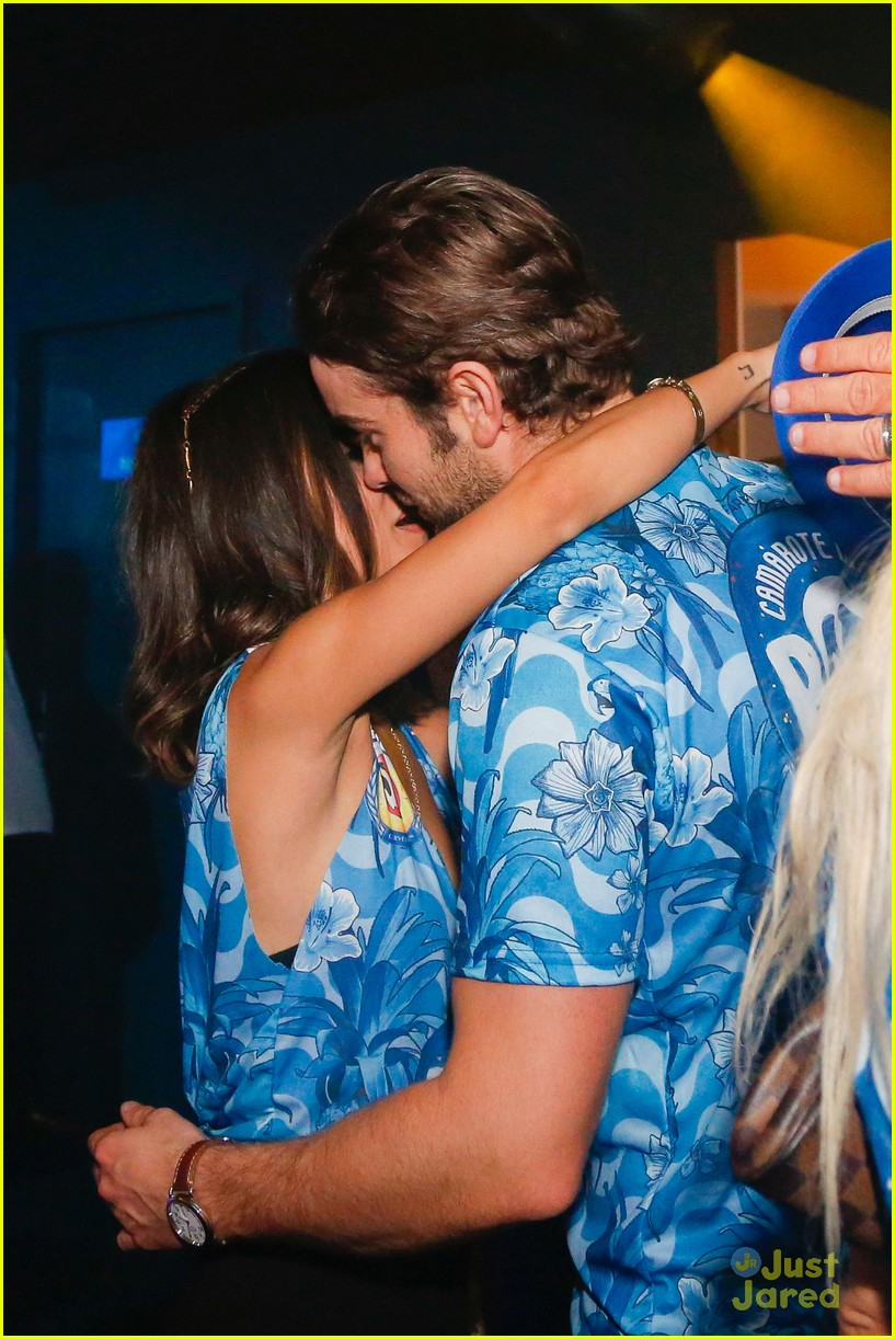 chace crawford makes out with a brazilian singer in rio 35