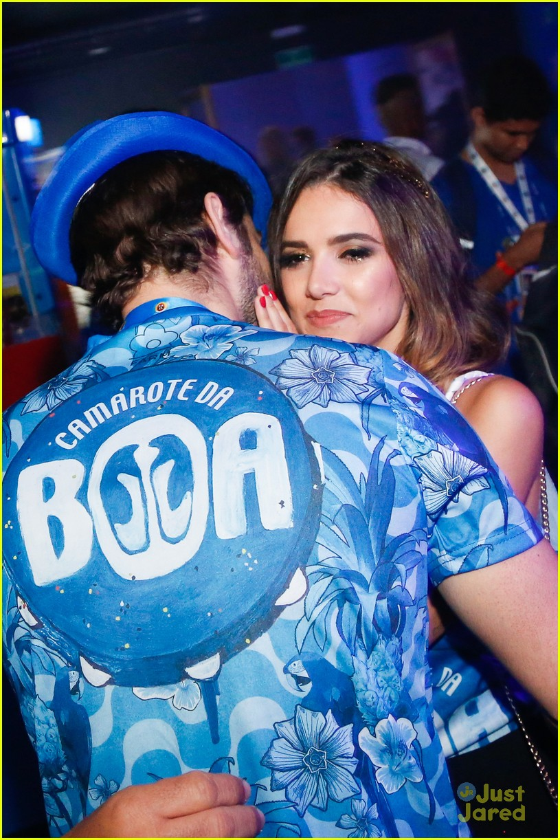 chace crawford makes out with a brazilian singer in rio 36