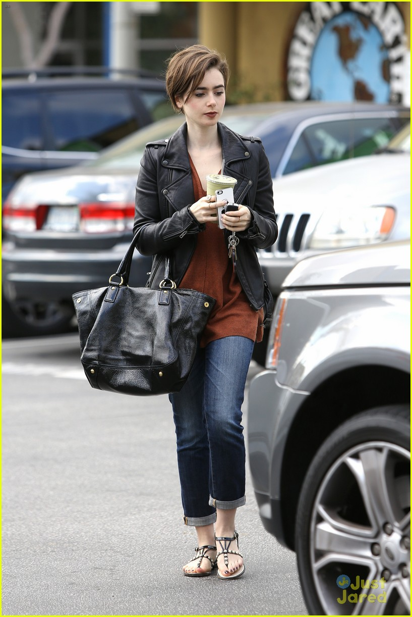 lily collins suffers sore feet oscars dancing 11