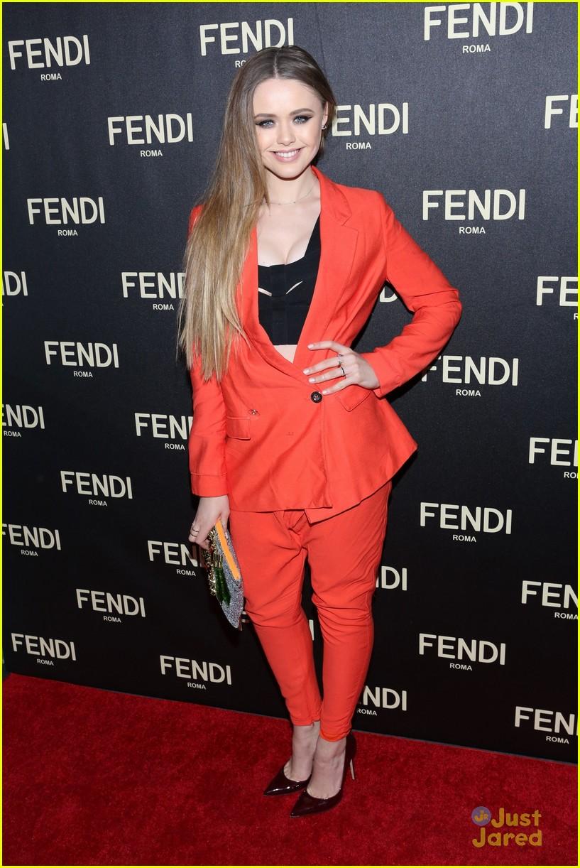hailee steinfeld hailey baldwin fendi fashion week event 03