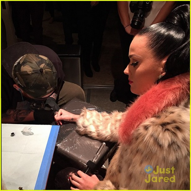 katy perry gets john mayers love at super bowl after party 04