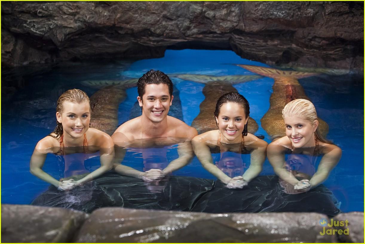 Netflix 39 s 39 mako mermaids 39 season two premieres tomorrow for Just add water series