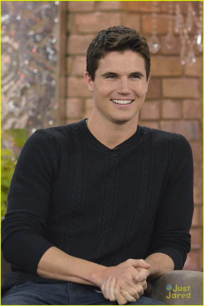 Robbie Amell Robbie Amell new photo