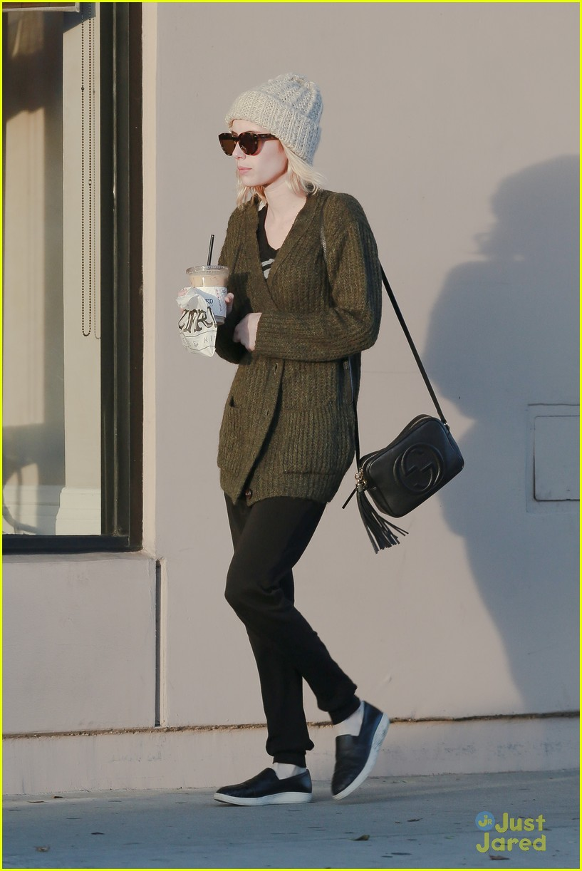 emma roberts evan peters run errands 15