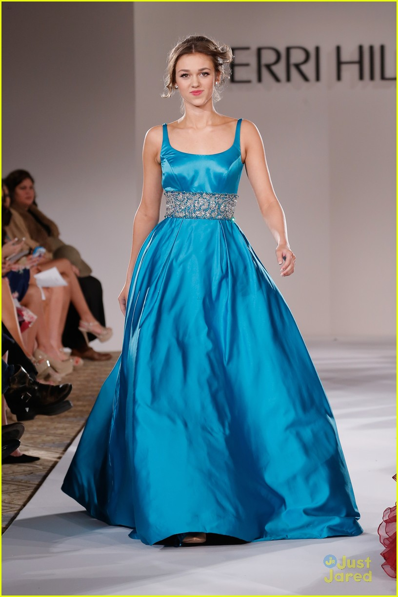 3e300b0600 Sadie Robertson Walks The Runway For Sherri Hill Fashion Show - See ...