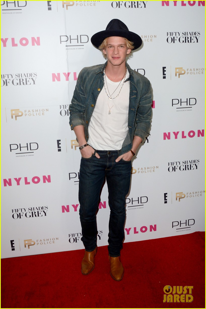 cody simpson derek hough kick off fashion week at fifty shades release party 07