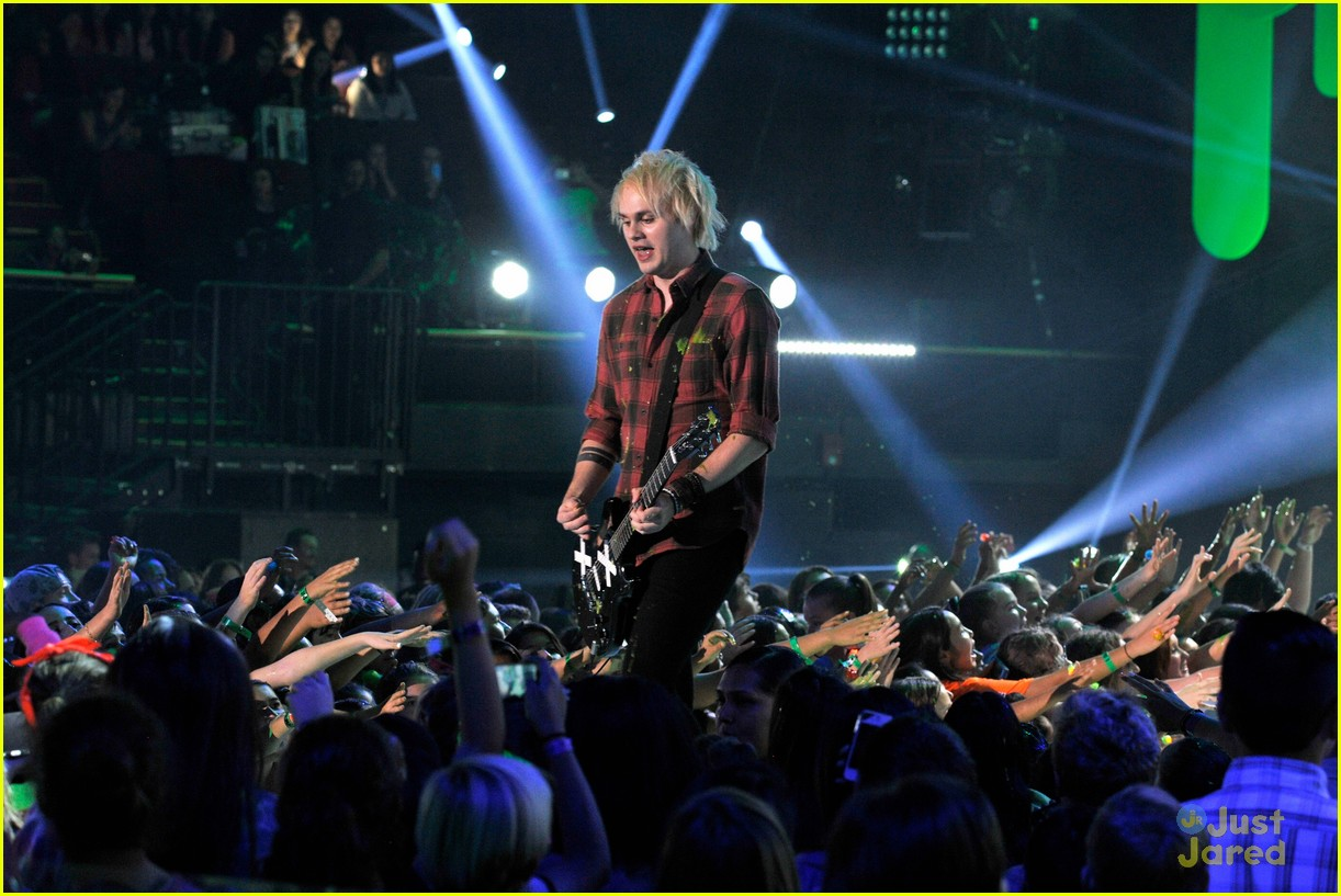 5 seconds of summer kcas performance video 04