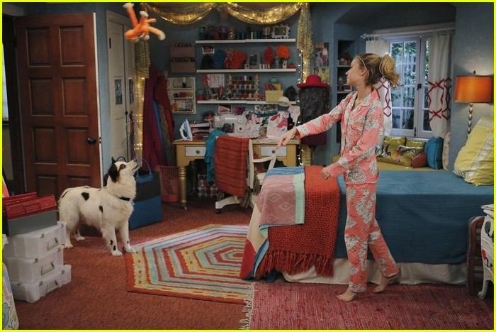 Chloe Wrestles With Stan On Dog With A Blog Tonight