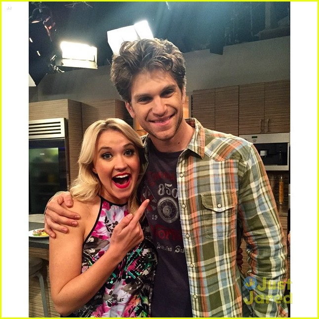 Keegan allen to guest star on young hungry photo 789113 keegan allen young hungry guest star 01 m4hsunfo