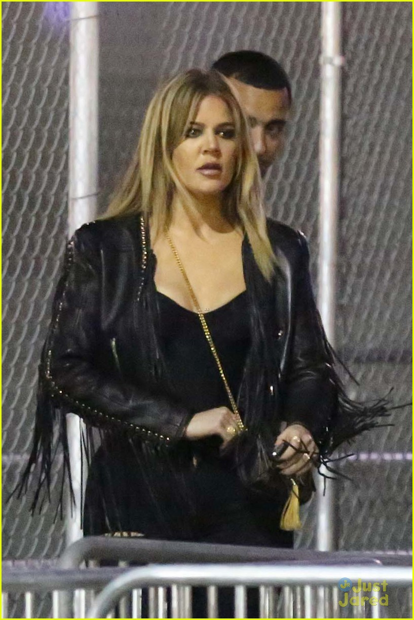 kylie jenner khloe kardashian double date at tygas concert 09