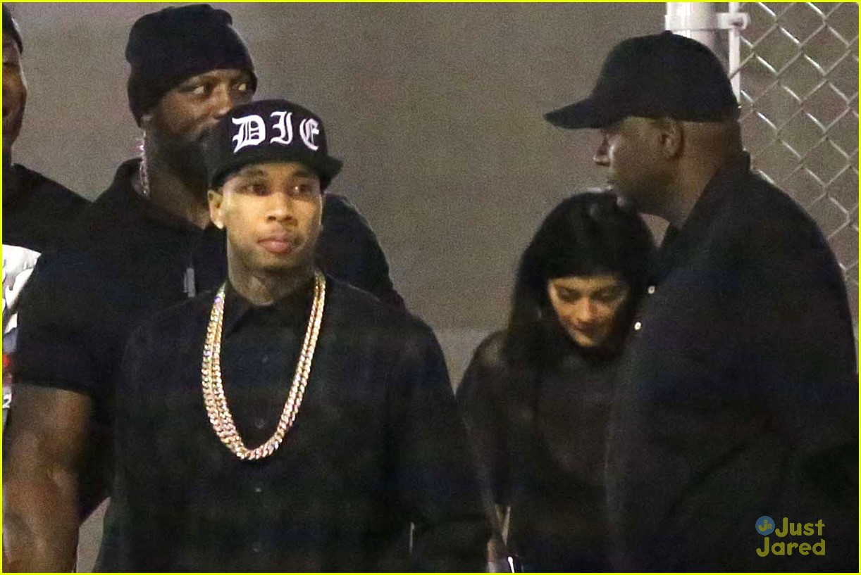 kylie jenner khloe kardashian double date at tygas concert 12
