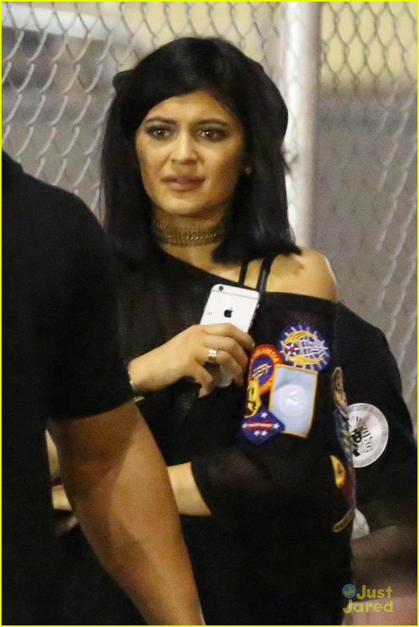 kylie jenner khloe kardashian double date at tygas concert 13