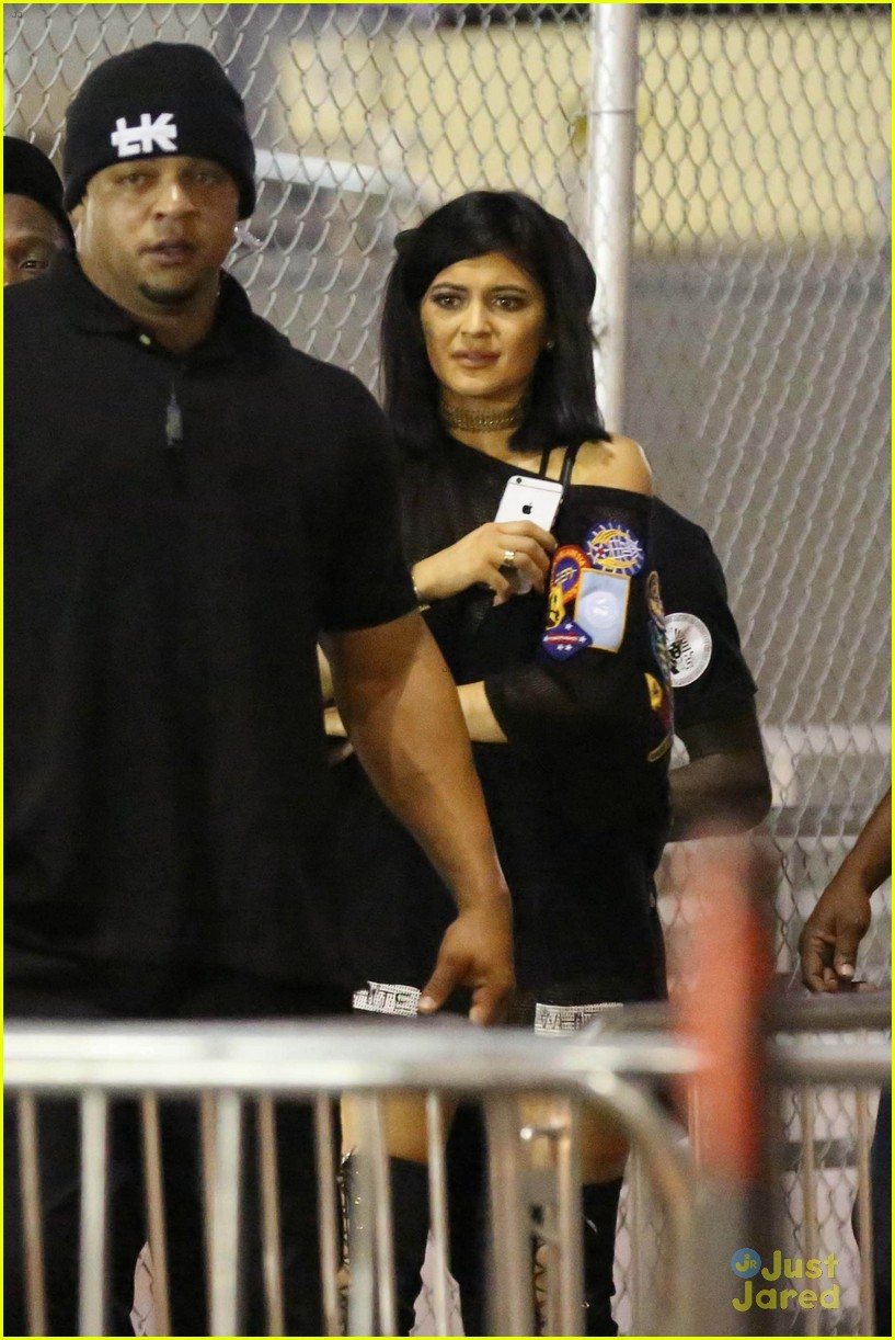 kylie jenner khloe kardashian double date at tygas concert 16