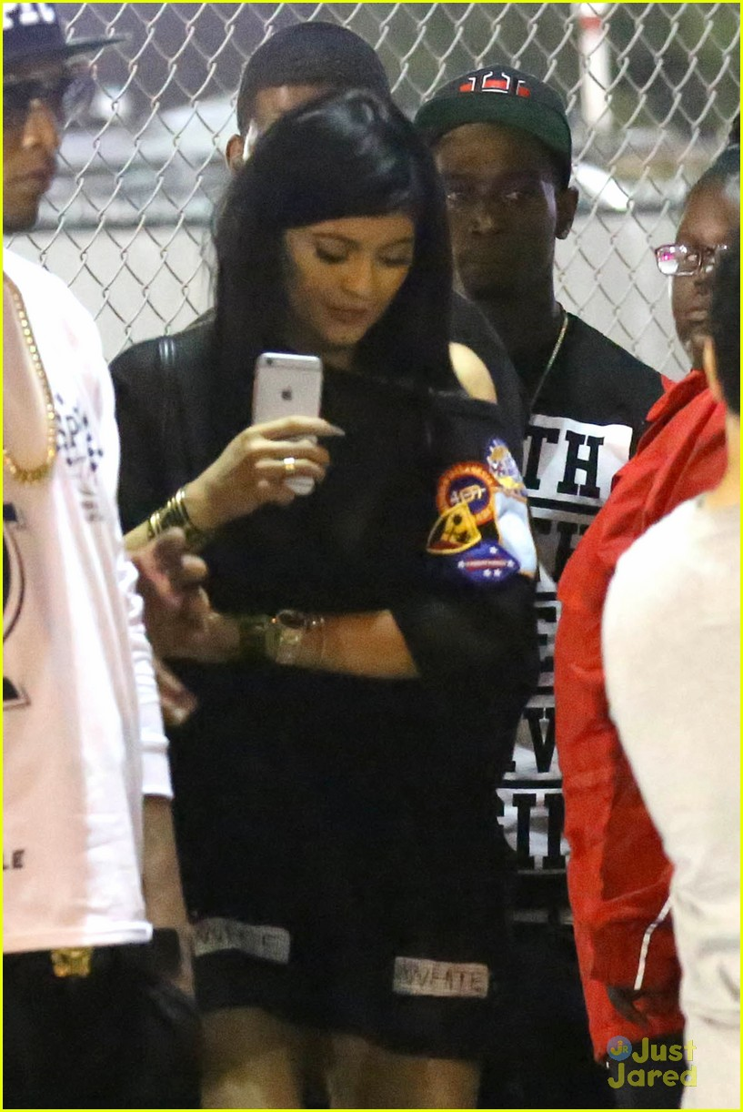 kylie jenner khloe kardashian double date at tygas concert 19