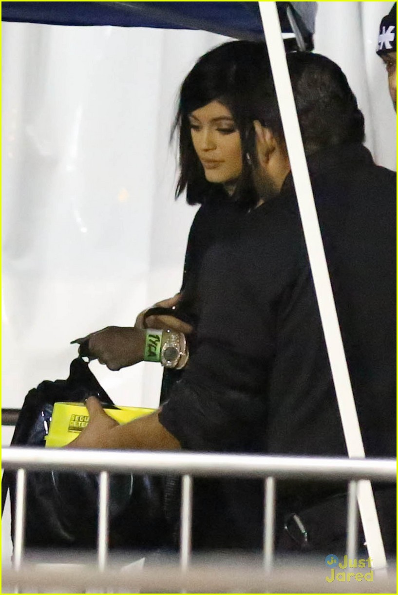 kylie jenner khloe kardashian double date at tygas concert 22