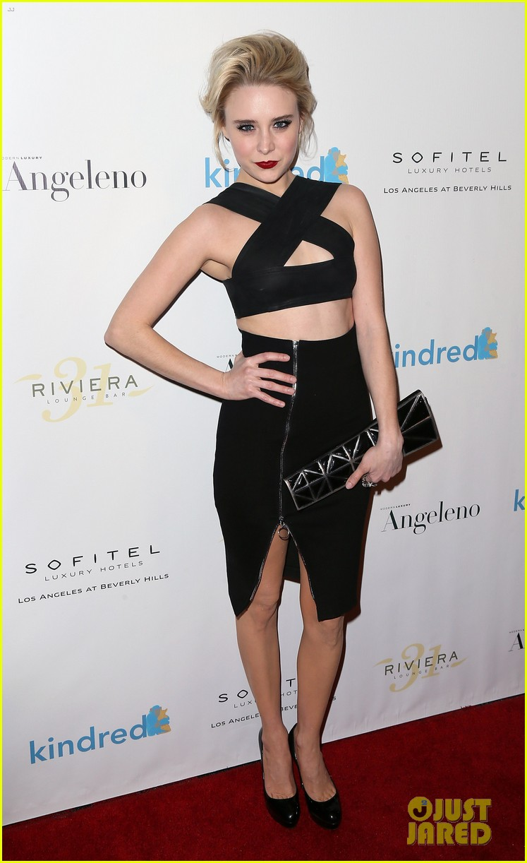 emma roberts jenna ushkowitz sarah hyland make it a special night 33