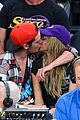 sarah hyland dominic sherwood make out at lakers game 02