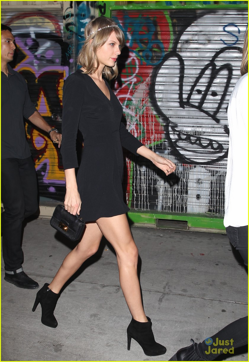 Taylor Swift Haim Belt Out Faith Hill S This Kiss In The Car Watch The Video Now Photo 786738 Austin Swift Haim Music Taylor Swift Pictures Just Jared Jr