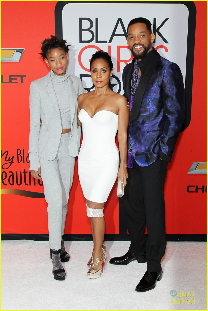 jada pinkett smith gets familys support at black girls rock 03