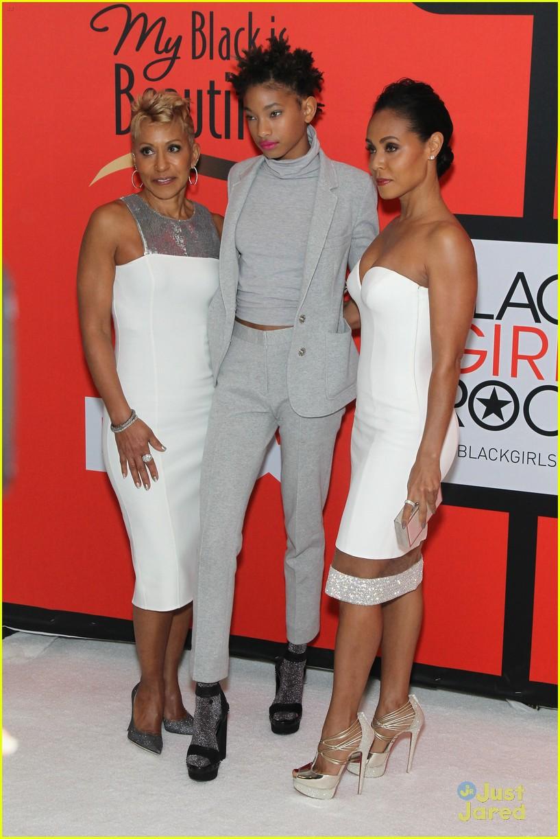 jada pinkett smith gets familys support at black girls rock 17