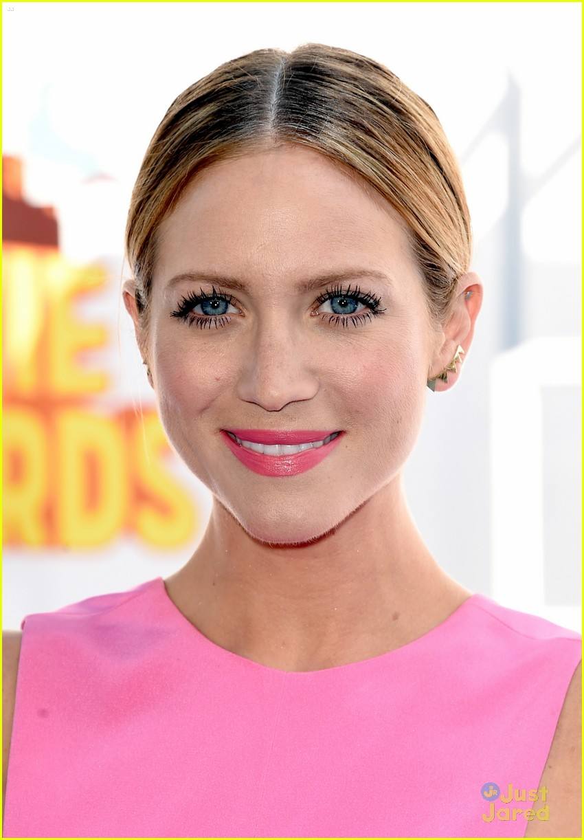 brittany snow anna camp mtv movie awards 2015 06