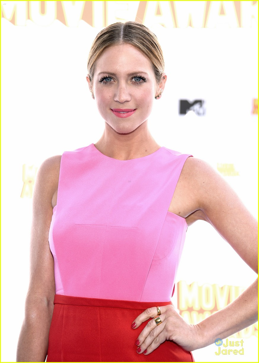 brittany snow anna camp mtv movie awards 2015 12