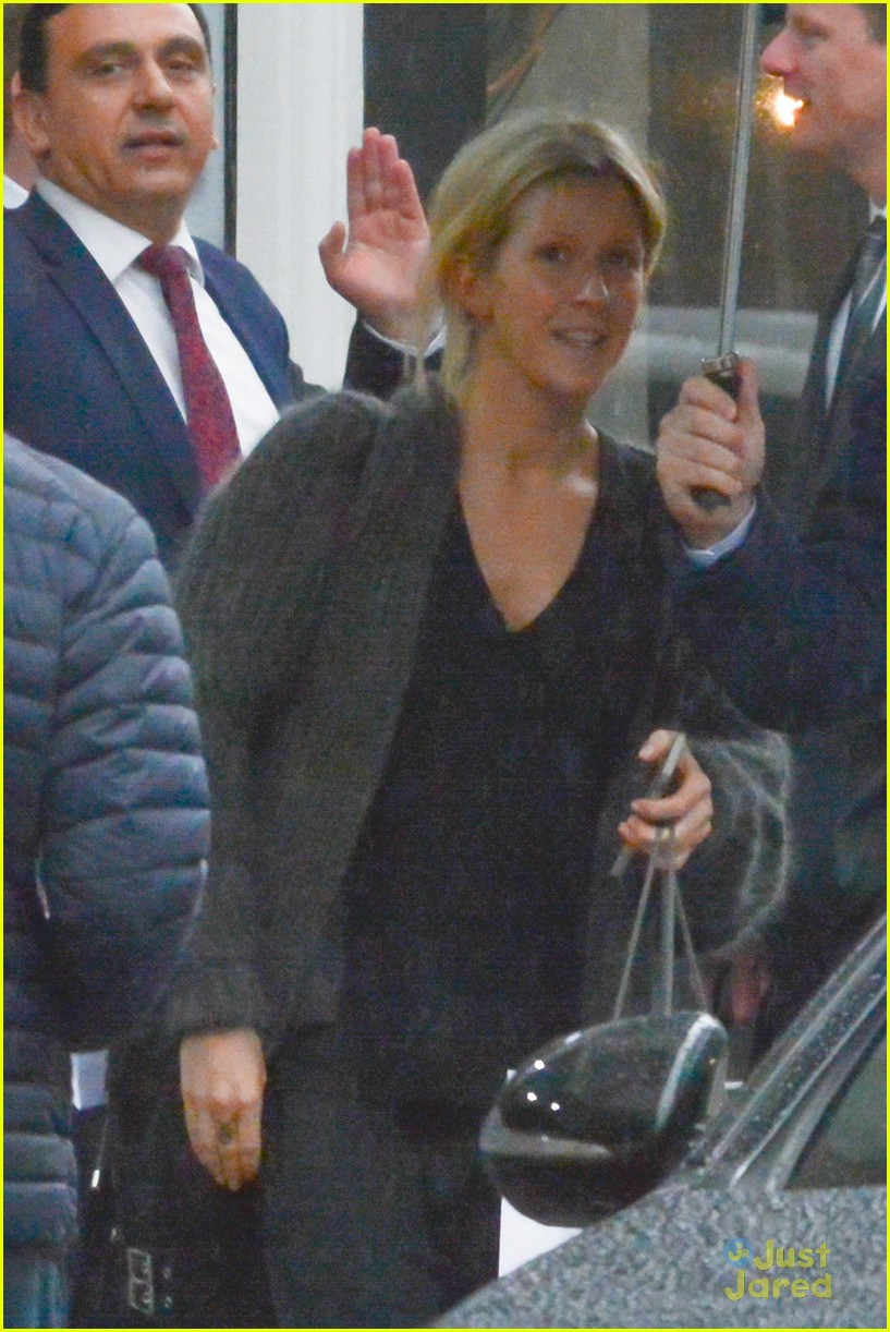Ellie Goulding Fuels Engagement Rumors After Wearing A Ring On That ...