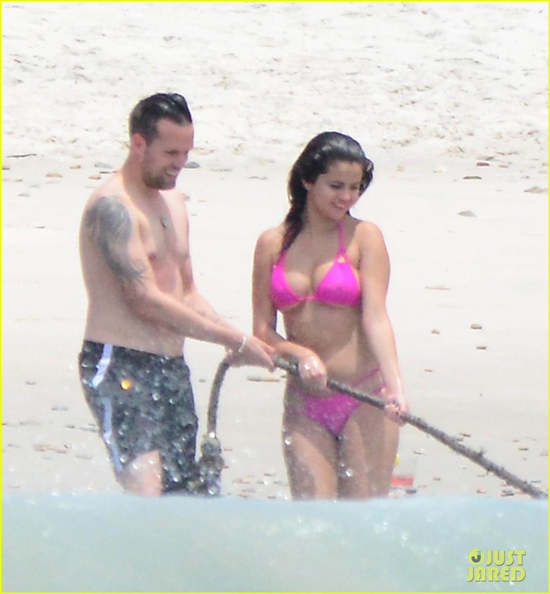 792e6b300df Selena Gomez Hits the Beach In Her Tiny Bikini! | Photo 800544 ...