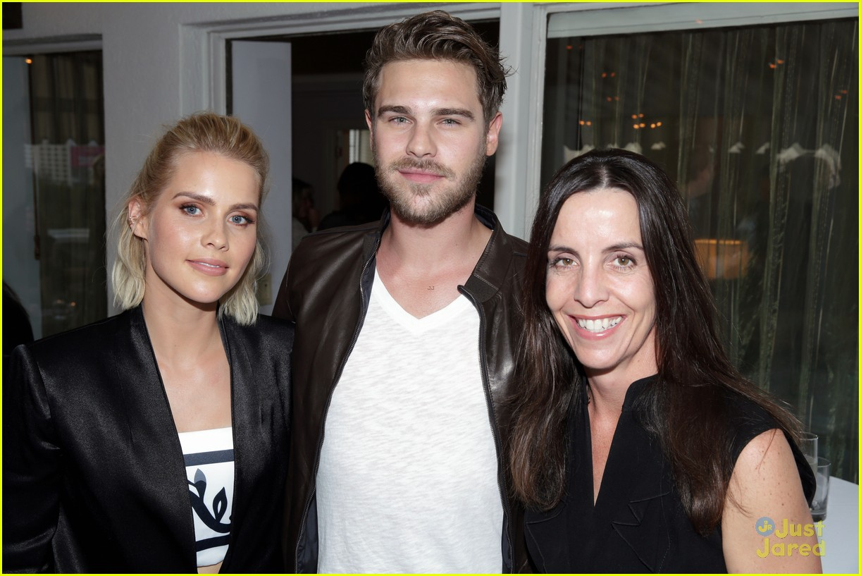 claire holt grey damon draw attention to aquarius 05