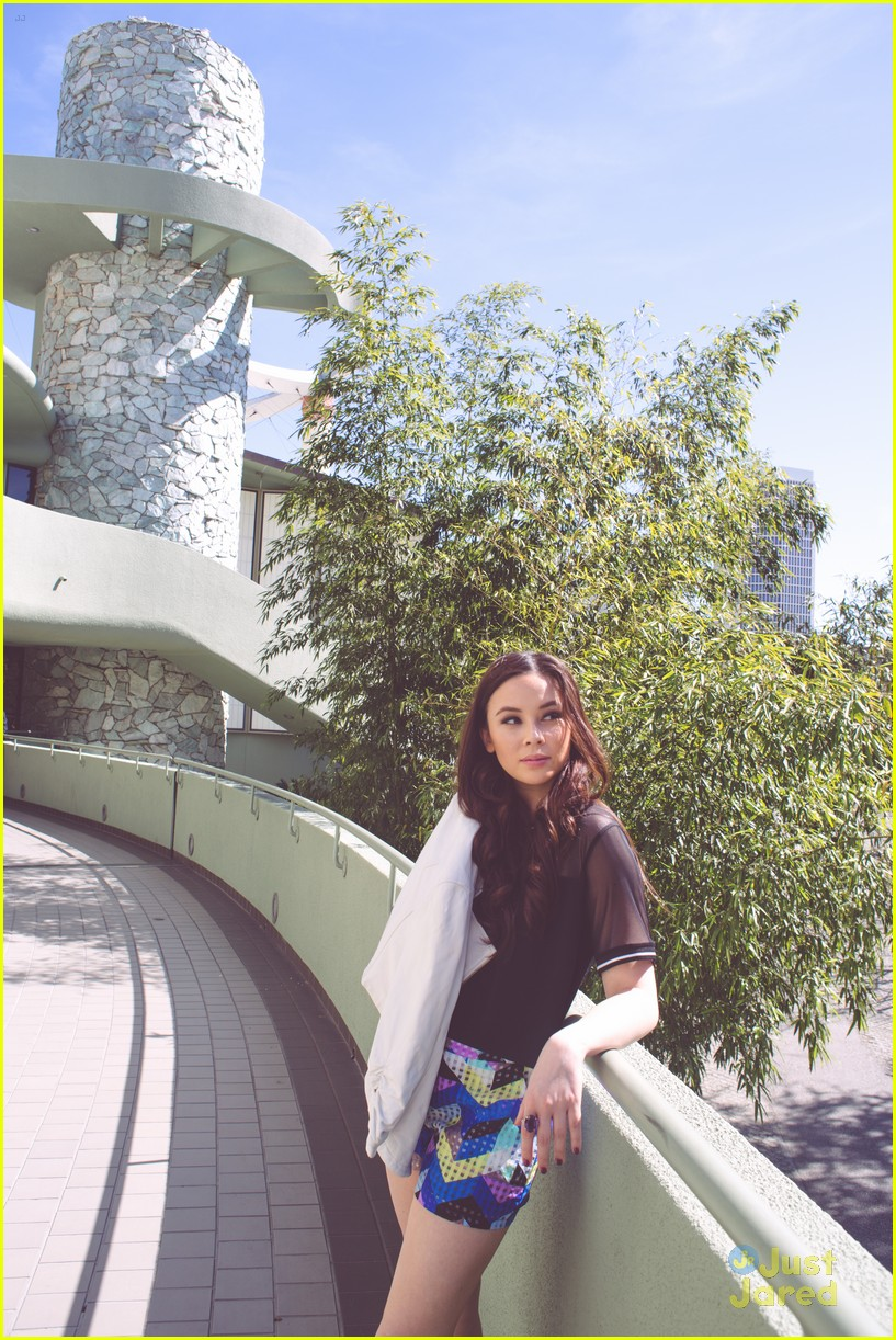 malese jow nkd mag april 02