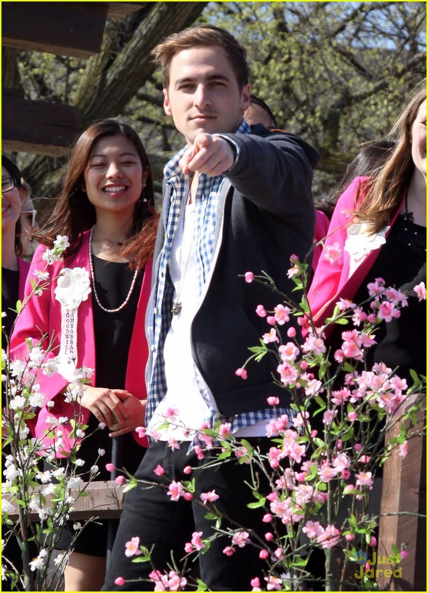 kendall schmidt caleb johnson cherry blossom parade 08