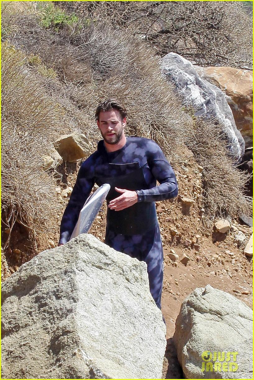 liam hemsworth wetsuit for surfing 02