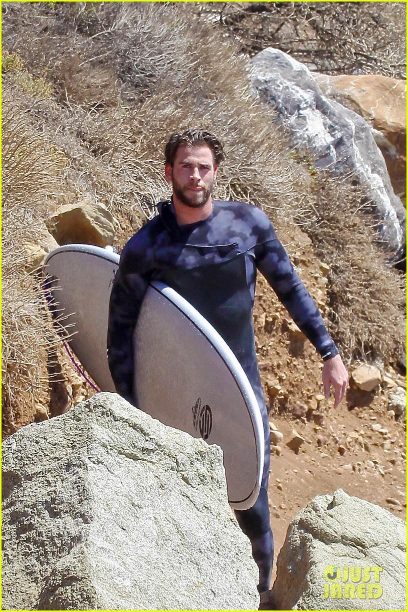 liam hemsworth wetsuit for surfing 09