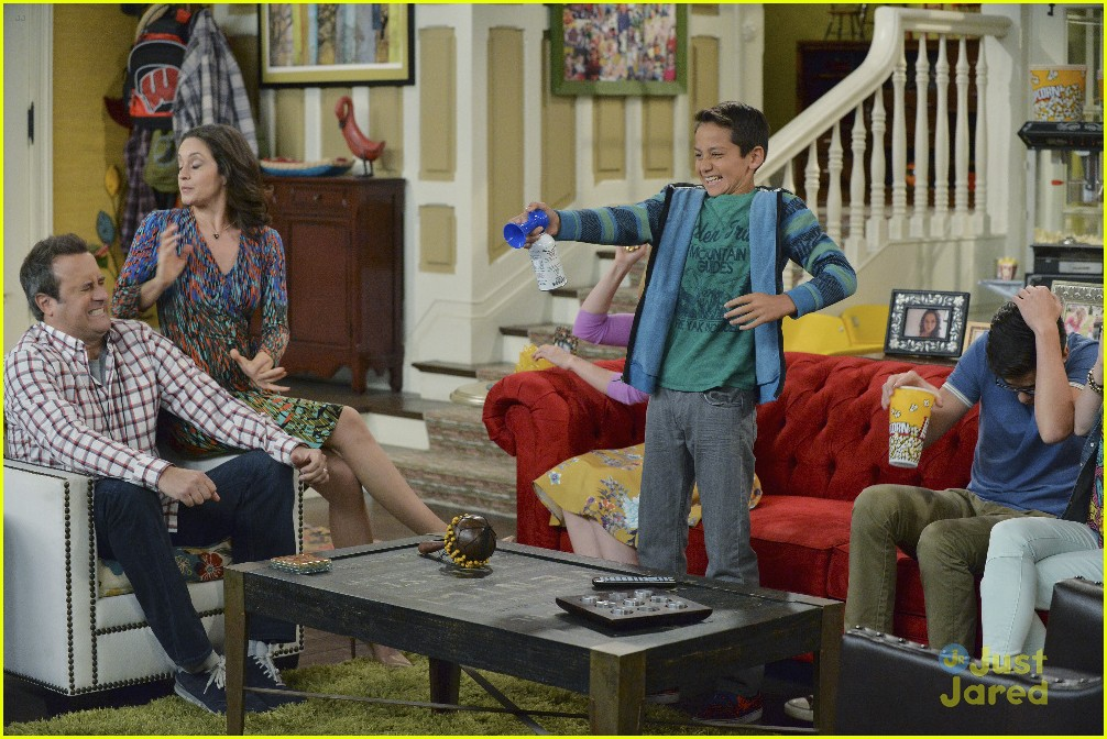Liv Goes Back To Sixth Grade On Tonight S Liv And Maddie
