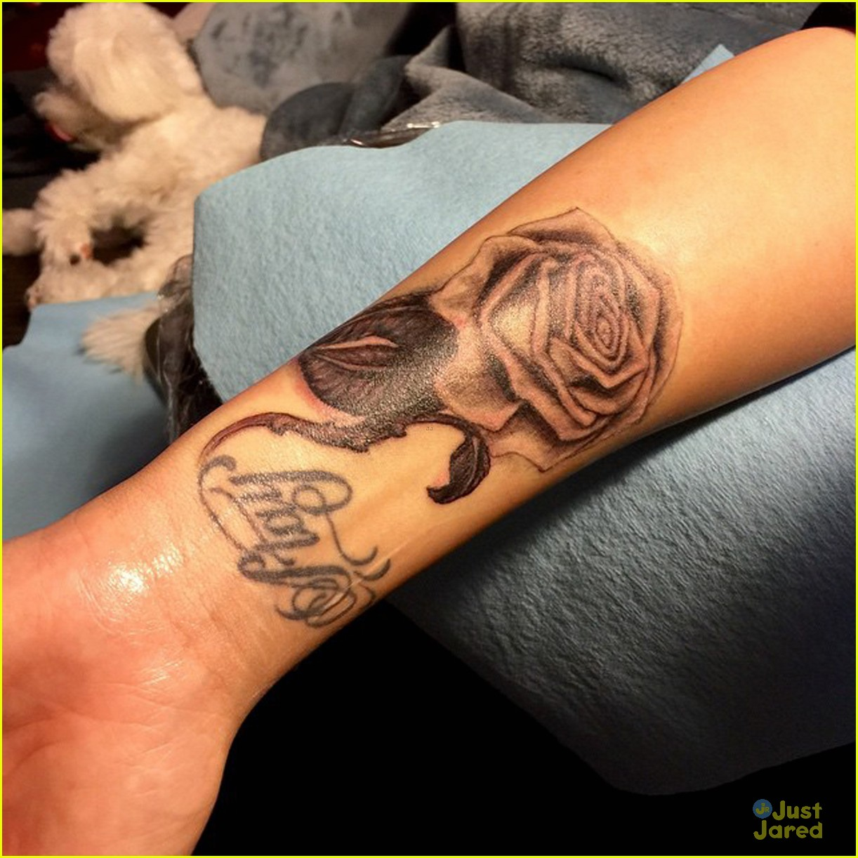 Demi Lovato Flaunts New Rose Tattoo - See the Pic Here!   Photo ...