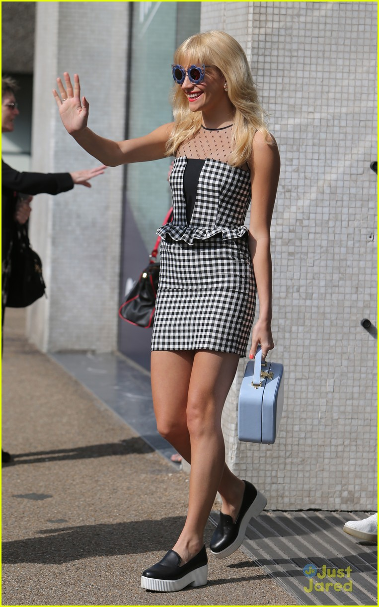 pixie lott funky glasses itv studios london 05