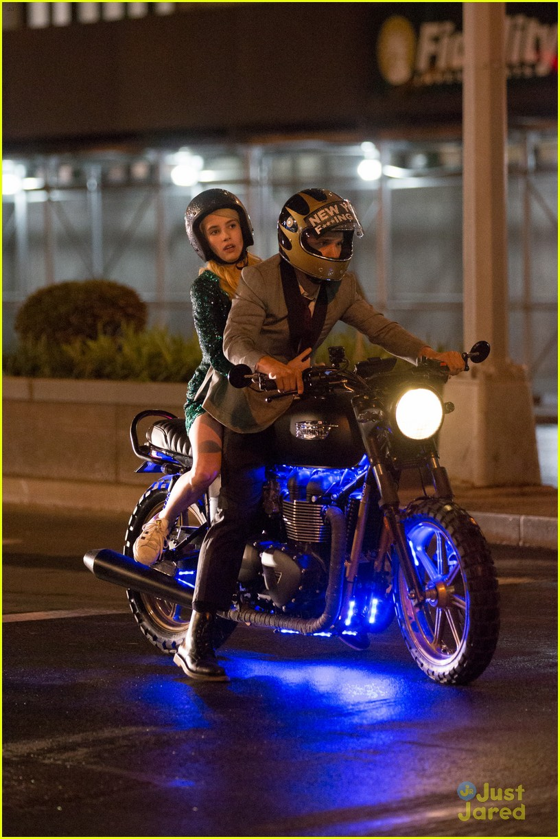 Emma Roberts Goes Sparkling Green For Nerve Motorcycle Scene Photo 800941 Emma Roberts Pictures Just Jared Jr