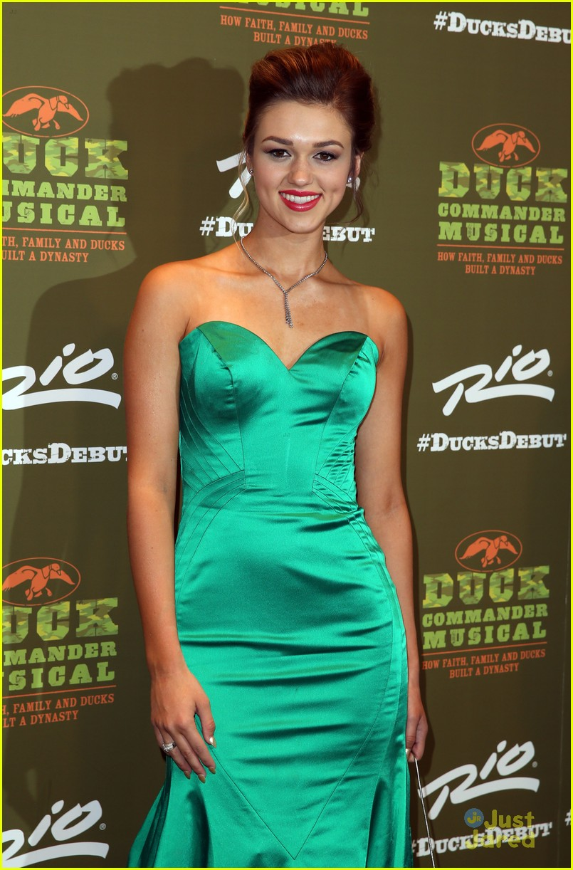 Sadie Robertson Steps Out With Her Whole Family For \'Duck Commander ...