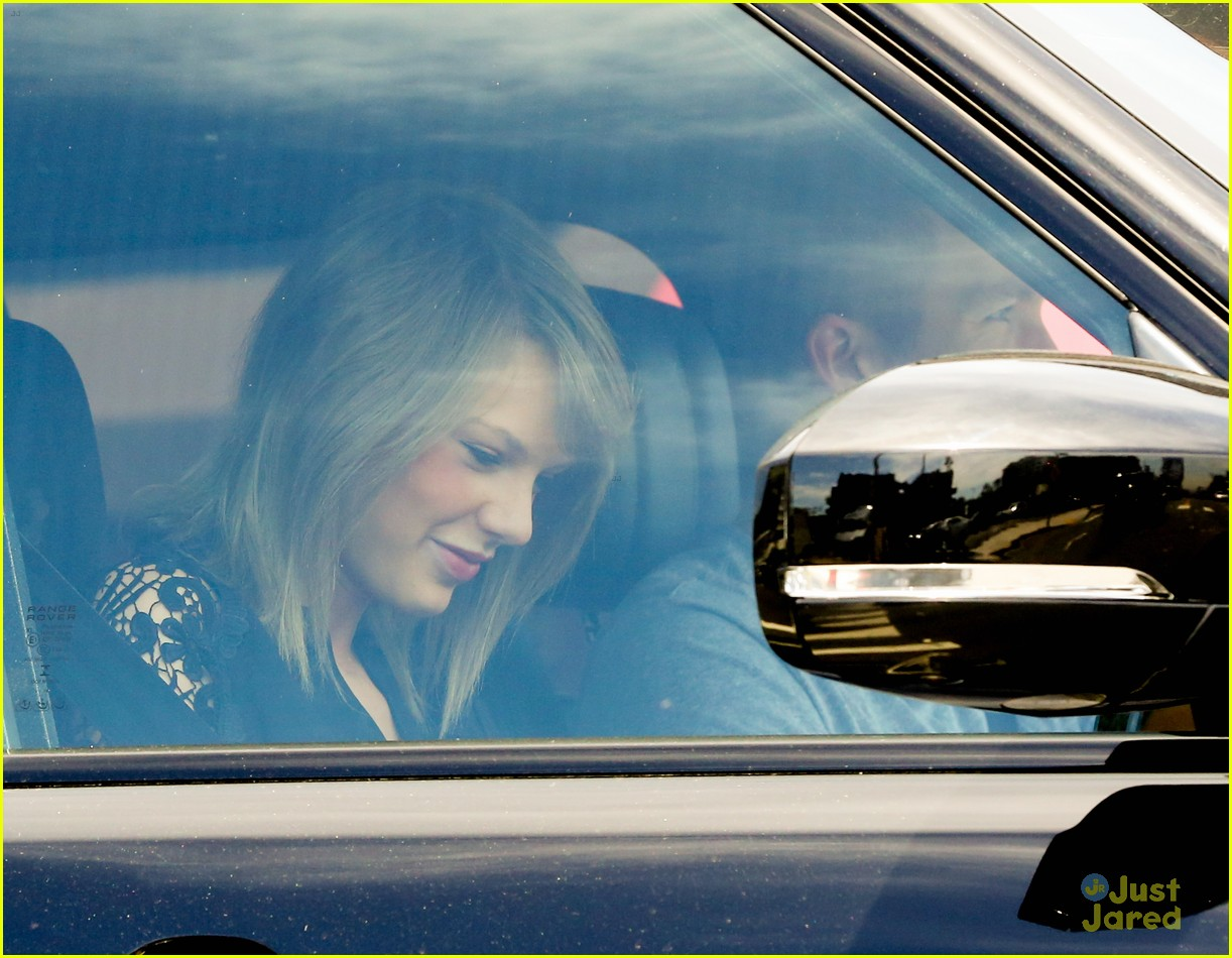 taylor swift calvin harris pictured leaving her house 22