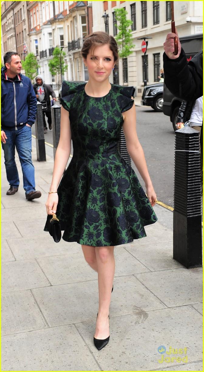 anna kendrick green dress bbc radio visit 12