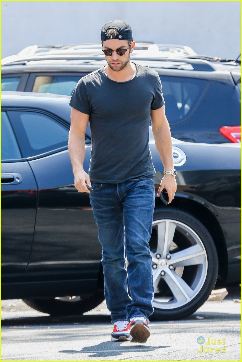chace crawford lunches hugos after mexican getaway 06
