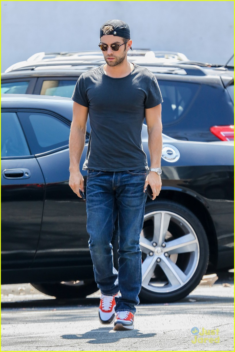 chace crawford lunches hugos after mexican getaway 07