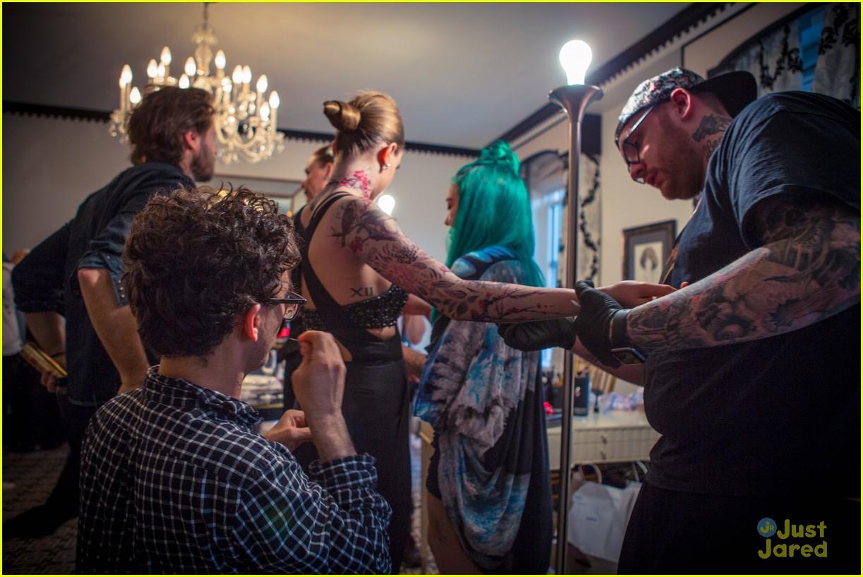 cara delevingne gives bts look at met gala tattoos 03