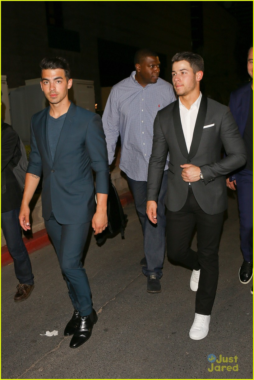 nicholas hoult nick joe jonas big fight 01